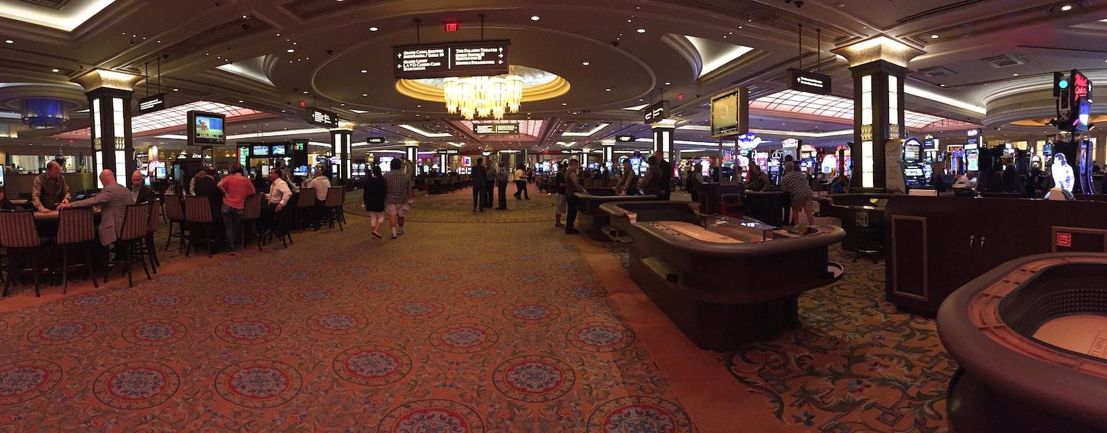 Die Casinos sind riesengrosse Spielhallen ...